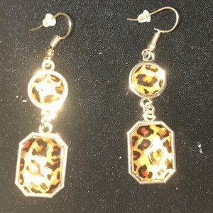 Jewelry - Leopard earings